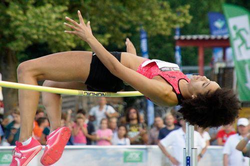 Marie-Laurence Jungfleisch über 1,96 Meter