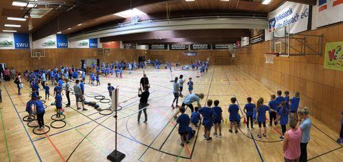 Ulmer Zehnkämpfer sorgen für Stimmung bei WLV Kinderleicht-Athletik VOR ORT