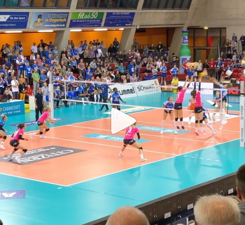 Stuttgart-Lauf-Helfer beim Volleyballspiel