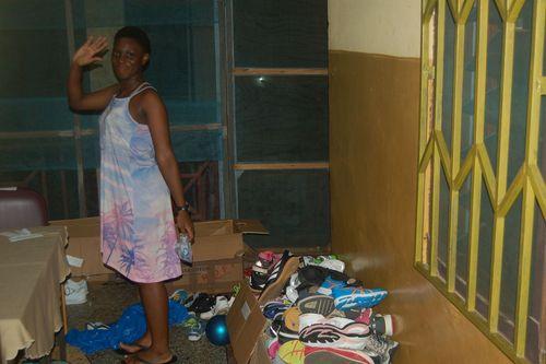 500 Paar Sportschuhe für Kinder in Ghana