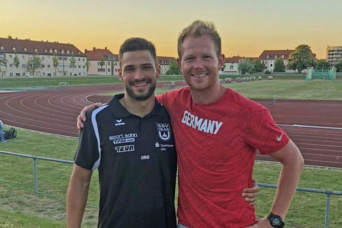 Tim Nowak mit seinem Trainer Christopher Hallmann